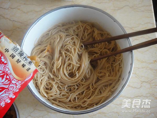 榨菜开洋葱油拌面怎么煮