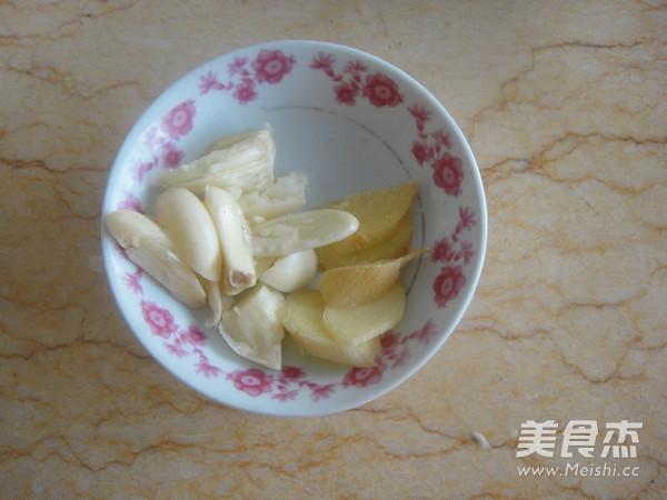 干煸五花肉杏鲍菇的家常做法