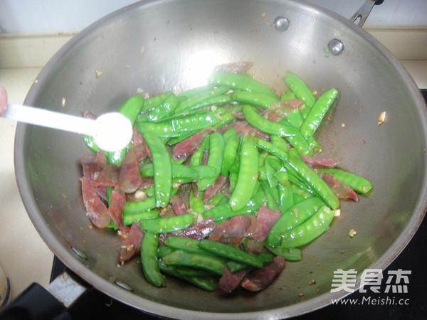 荷兰豆炒香肠怎么煮