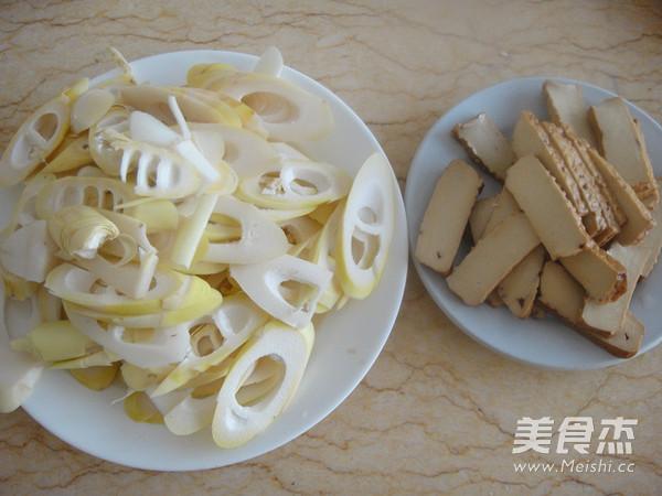 竹笋腊肉炒酱干的简单做法