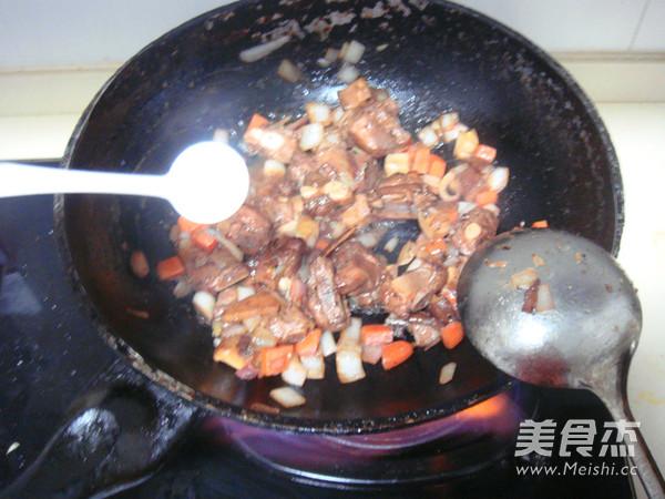 排骨糯米焖饭怎么煸