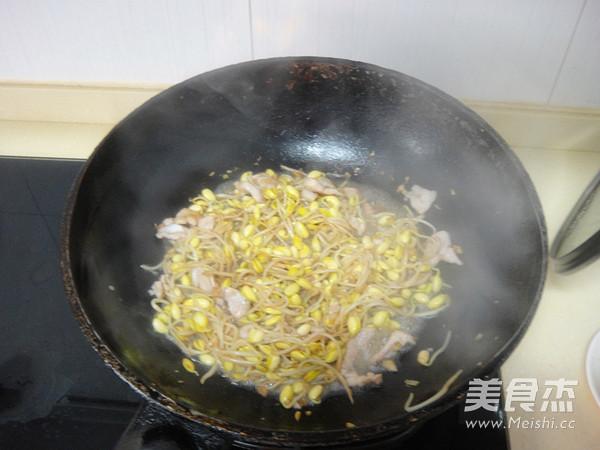 黄豆芽炒肉片怎样煸