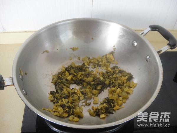 老坛酸菜牛肉风味酱拌面的简单做法