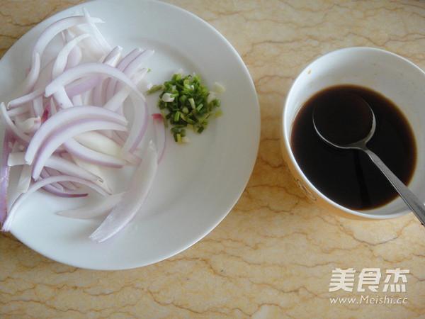 洋葱炒雪花牛肉片的简单做法