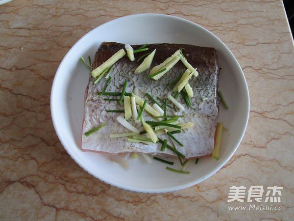 清蒸鱼腩怎么吃