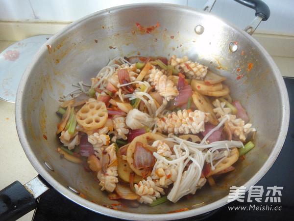 鱿鱼藕片麻辣香锅怎么煮