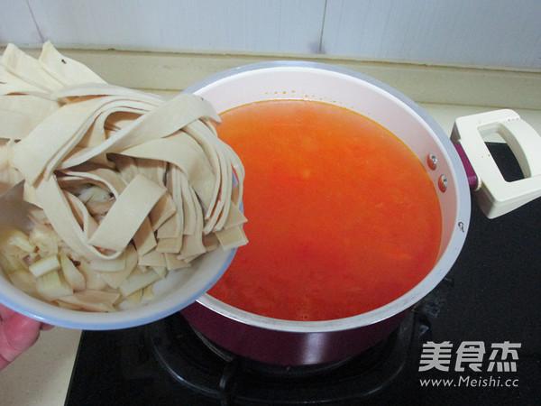 番茄牛肉浓汤火锅怎么煮