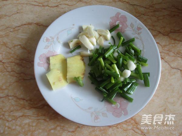 菌菇杂烩海鲜煲的家常做法