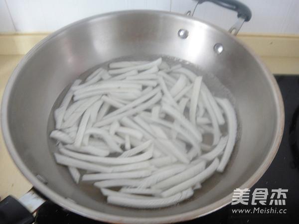 白菜梗炒肉丝怎么做