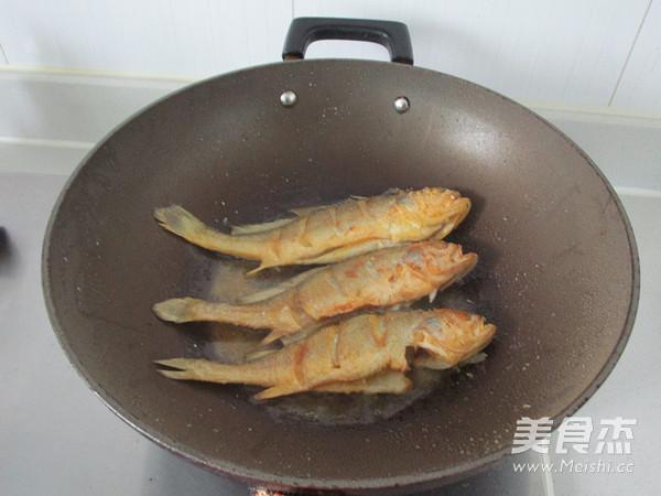 红烧小黄鱼怎么吃