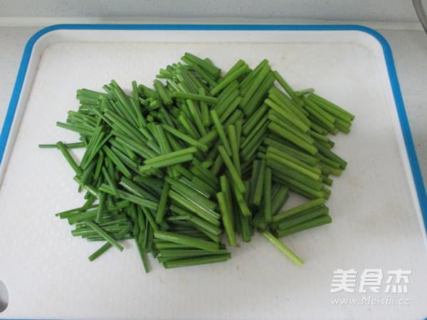 韭菜苔炒鸡蛋的家常做法