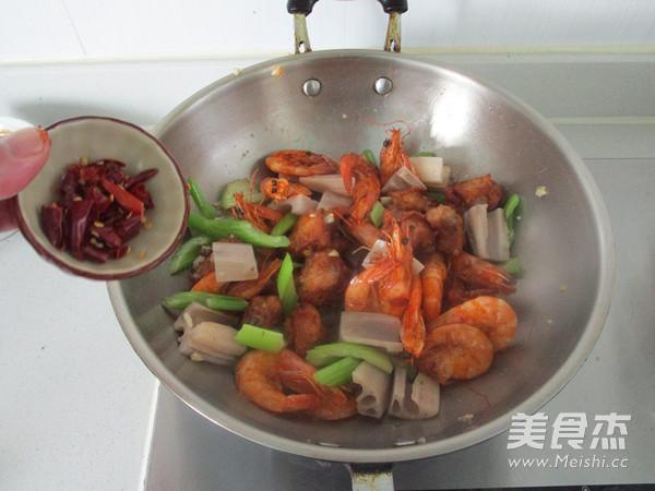 干锅鸡翅虾怎么煸