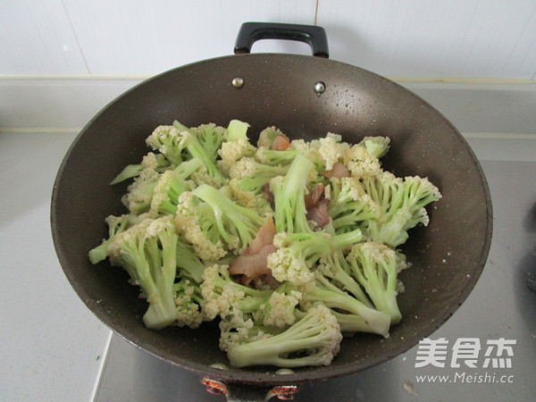 咸肉花菜干锅怎么煮