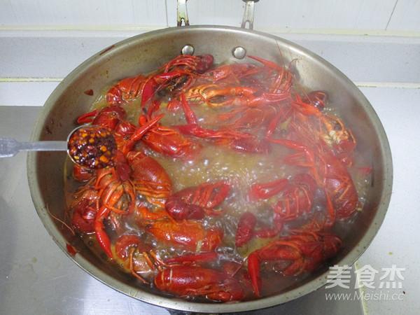 杨梅酒小龙虾怎么煸