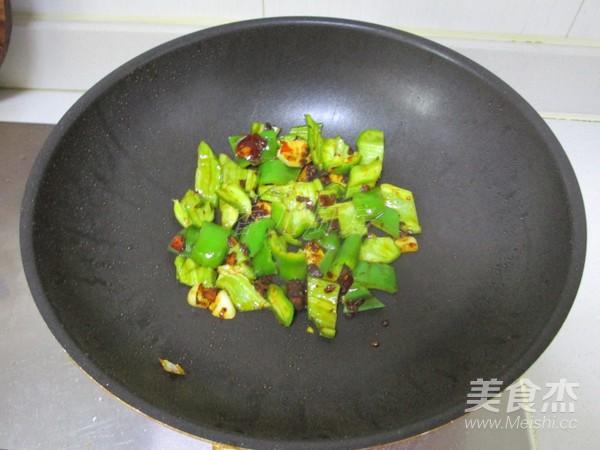 青椒小炒肉怎么炒
