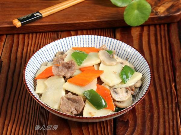 鲜笋蘑菇炒肉片成品图