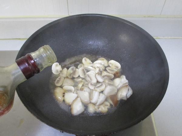 虾丸烩菌菇的简单做法