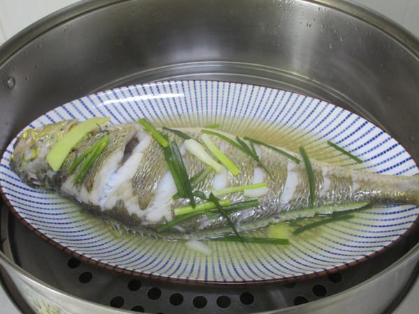 清蒸大黄鱼怎么吃