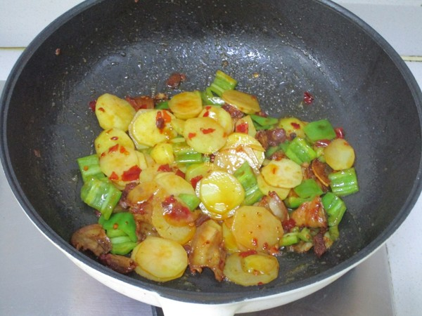 五花肉青椒土豆片怎么炒