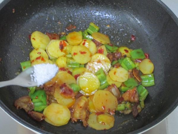 五花肉青椒土豆片怎么煮