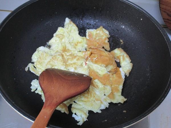 大蒜烧鸡蛋的家常做法