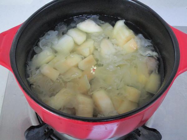 雪莲果桂圆银耳汤的家常做法