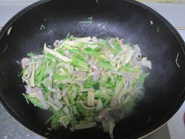 芹菜腐竹炒肉丝的简单做法