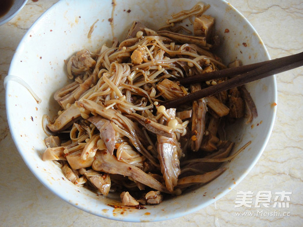 香辣金针菇猪肚丝怎么吃