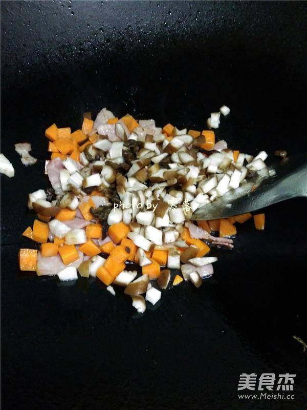 香菇培根酱油饭怎么炒