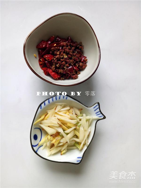 白菜炒木耳的简单做法