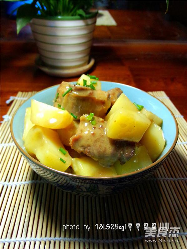 土豆烧排骨成品图