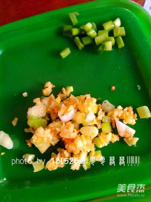 蒜薹泡椒鸭血的家常做法
