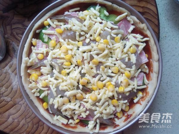鲜虾培根披萨怎么吃