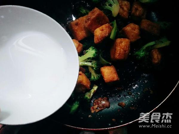 油豆腐烧西兰花怎么炖