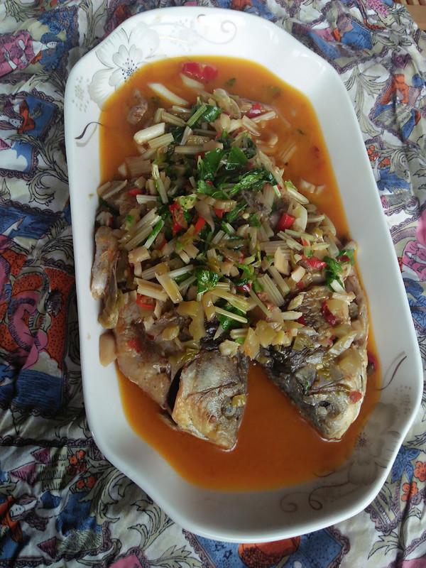 芹菜酸菜鲫鱼怎么煮