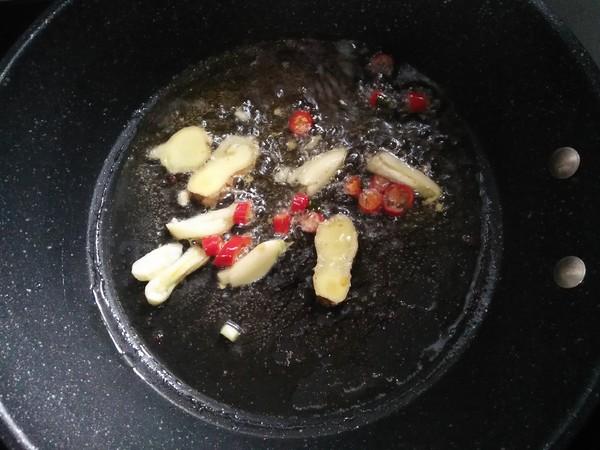 韭黄炒郡肝的步骤