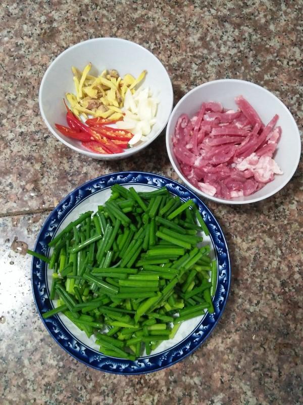 韭菜花红椒炒肉丝的做法图解