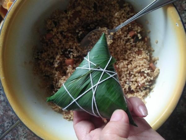 咸蛋黄粽子的制作
