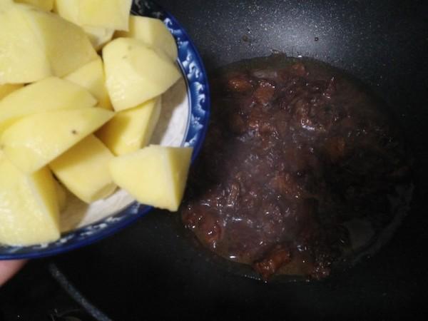 土豆烧牛腩怎么吃
