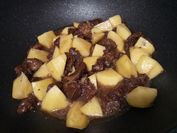 土豆烧牛腩怎么做