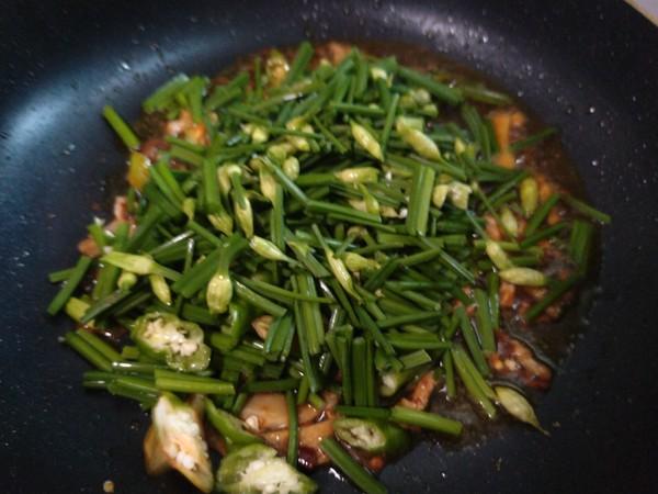 韭菜花炒猪肉丝怎么做