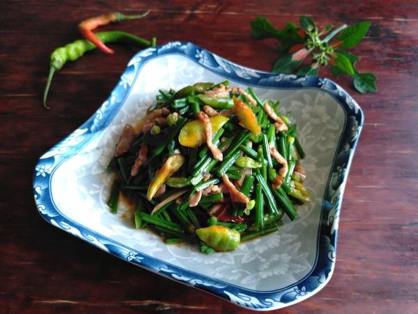 韭菜花炒猪肉丝怎么炒