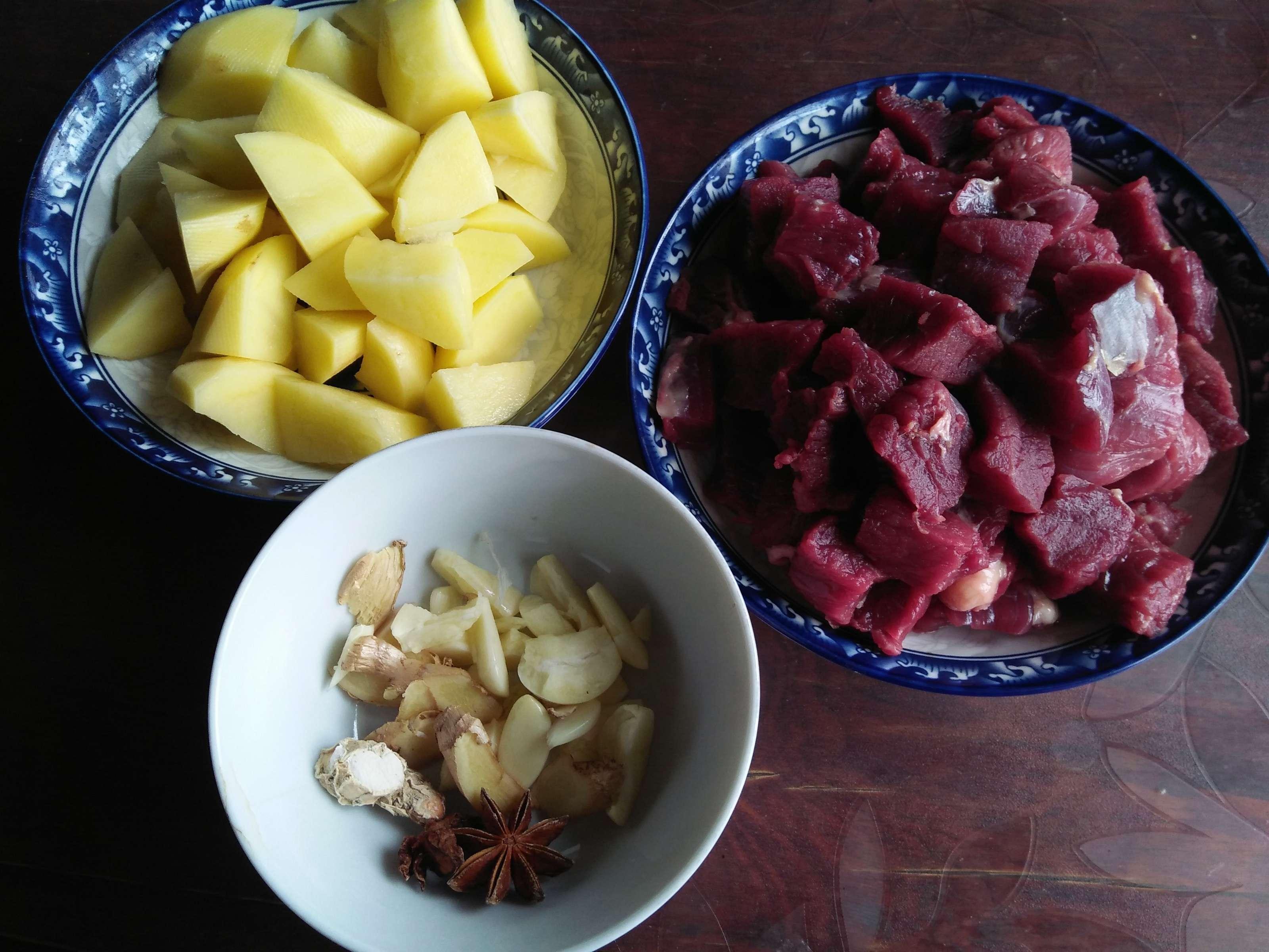 牛肉炖土豆的家常做法