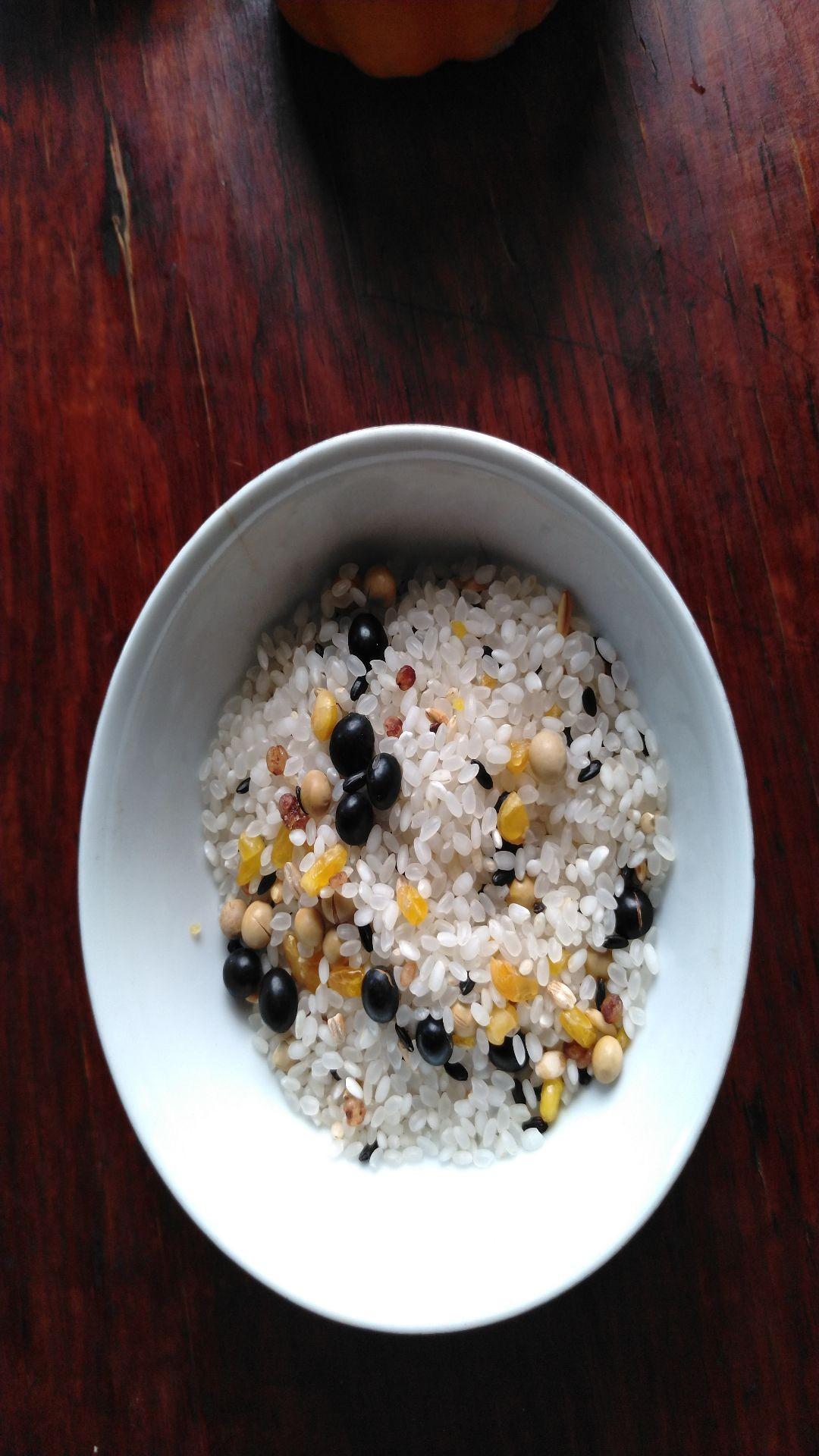 香肠焖谷米饭的做法图解