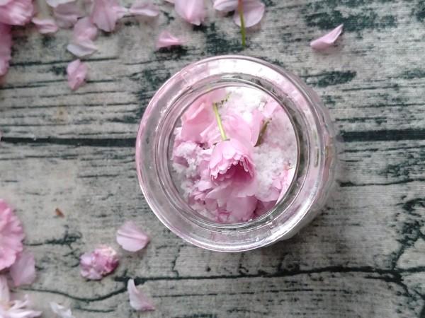 盐腌樱花的简单做法