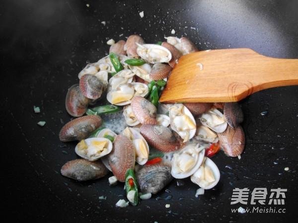辣炒蛤蜊怎么吃