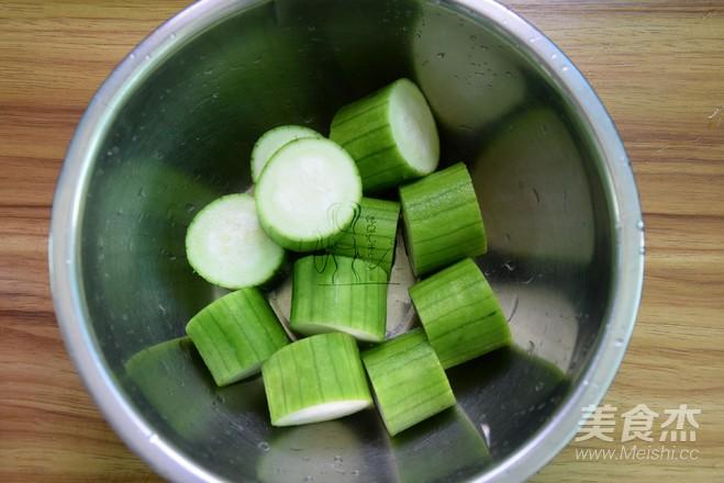 蒜蓉干贝蒸丝瓜的简单做法