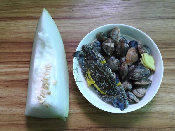 冬瓜双花海鲜汤的步骤