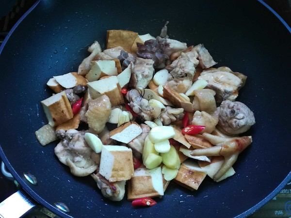 小鲍鱼烧鸡块怎么煮