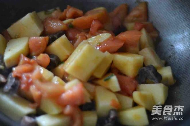 西红柿香肠炖土豆怎么做